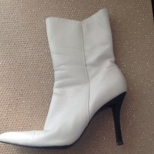 Trendy Vintage White Pointy Booties